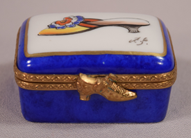 Beautiful Hand Painted Limoges Pill Or Trinket Box With A Shoe And A Hinged Shoe